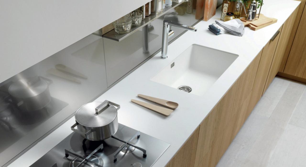 Top cucina come sfruttare lo spazio al meglio - Tagliare top cucina ...